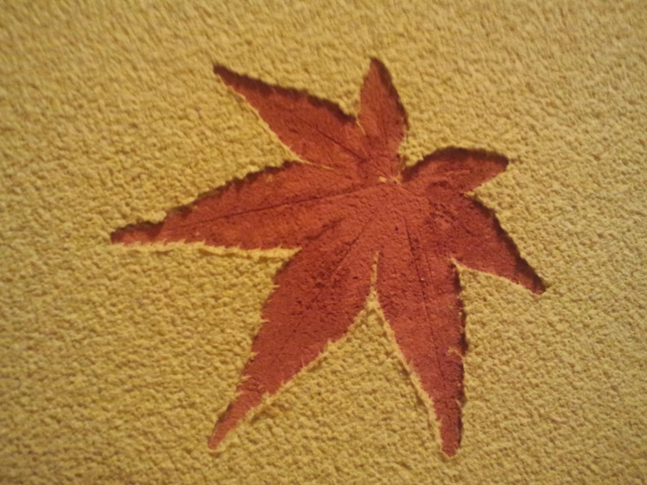 壁の中の紅葉。